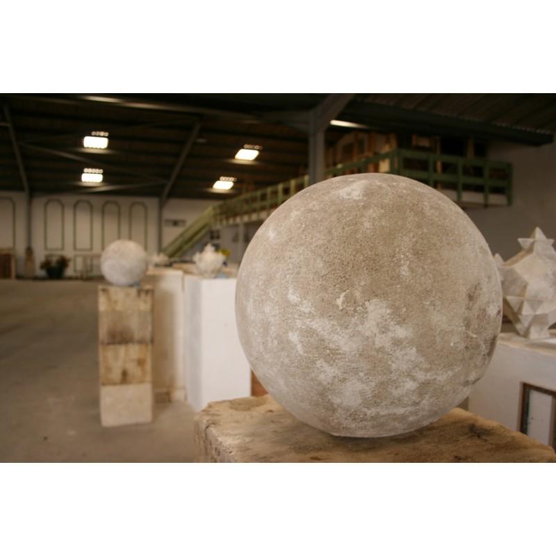 Boule en pierre labrouche antiquaire de mat riaux for Decoration jardin boule pierre