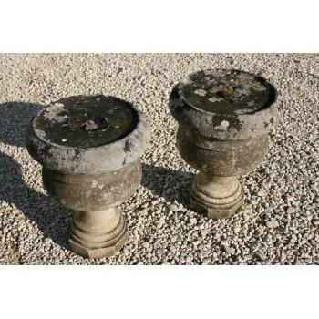 Paire de vases Medicis en pierre.