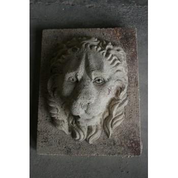 Tête de lion en pierre reconstituée