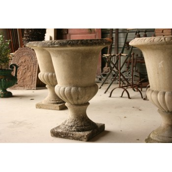 Vase medicis en pierre composite.