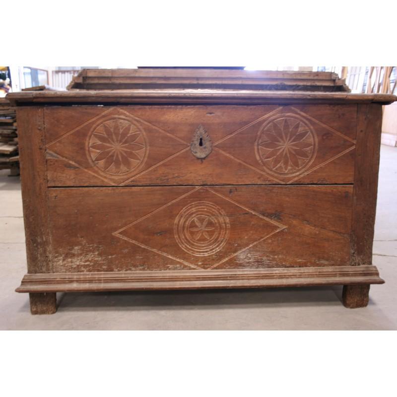 Coffre de mariage labrouche antiquaire de mat riaux for Coffre a bois cheminee