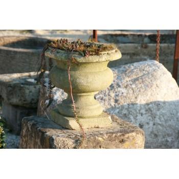 Vase Medicis en pierre.