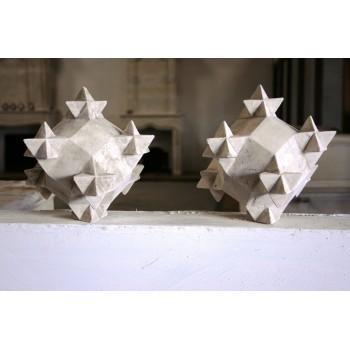 Polyèdre en pierre