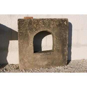 Encadrement fenêtre en pierre