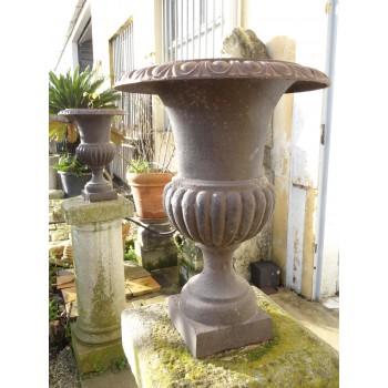 Paires de vases en fonte