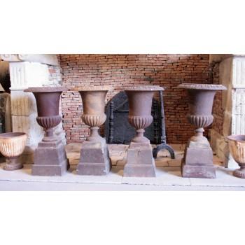 4 vases Medicis sur socles