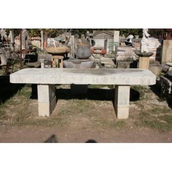Grande table en pierre