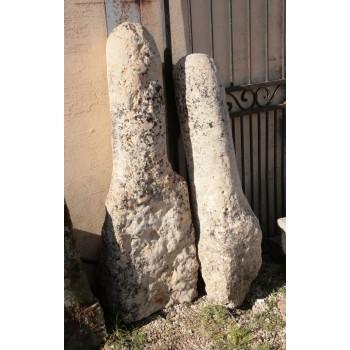 Paire de bornes en pierre 17eme