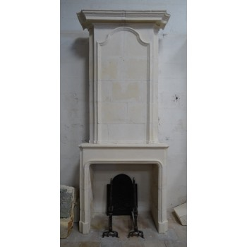 Cheminée en pierre Louis XV